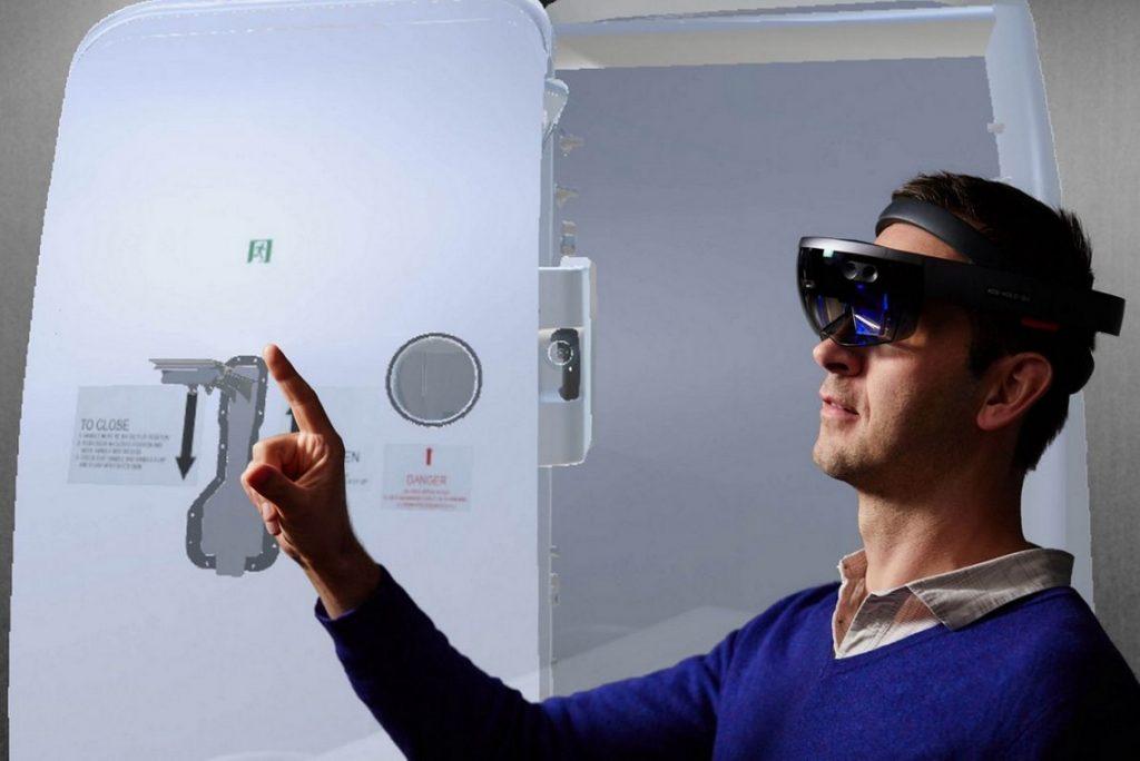 Door-airbus-HoloLens