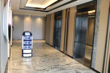 Techi-Butler-un-robot-majordome-assure-le-room-service-a-Miami
