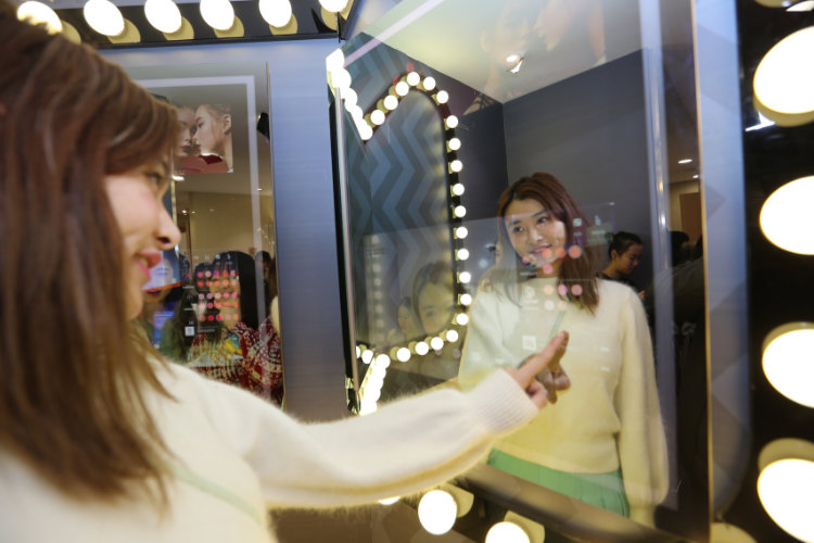 alibaba-tmall-smart-mirror-female-dressing-room