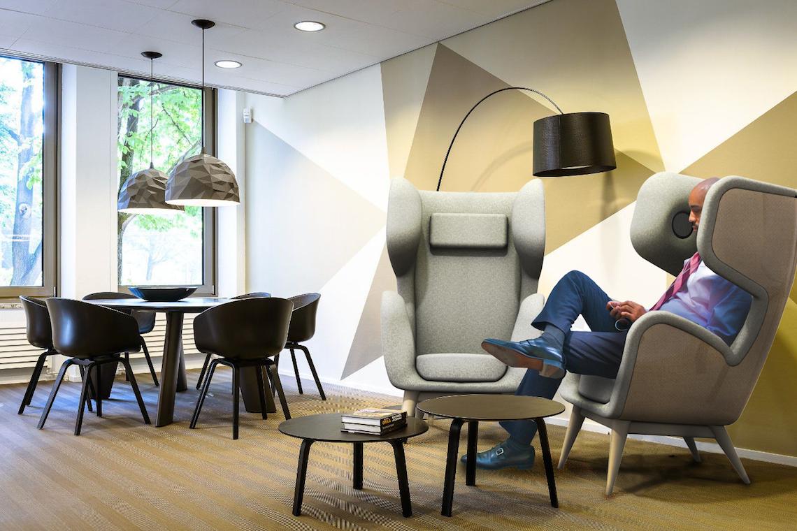 maans-prototype-senseat-one-salon-lounge