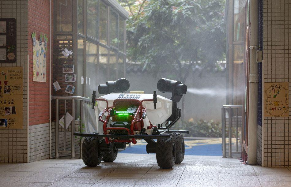 COVID-19 : le rôle des robots face à la crise sanitaire