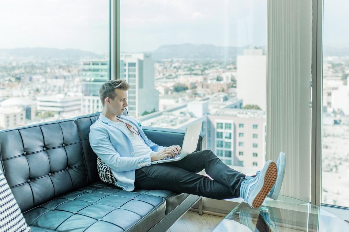 Voyage d'affaires : peut-on continuer à faire du business en restant chez soi ?