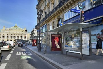 La ville de Paris inaugure ses abribus intelligents