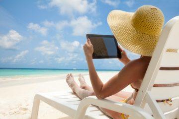 Partout dans le monde, les vacanciers restent connectés